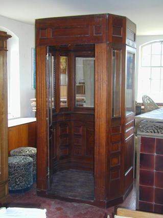 cabine d 39 ascenseur. Black Bedroom Furniture Sets. Home Design Ideas